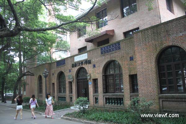 中山大学 清幽校园里的古建筑群