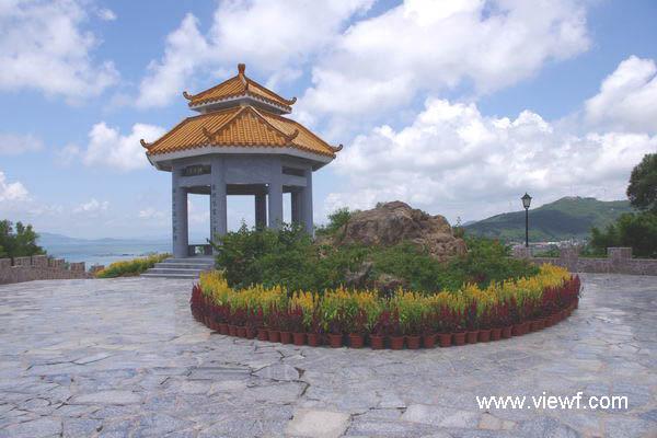 牛塘山文化览胜景区位于阳江市海陵岛闸坡镇白石根.